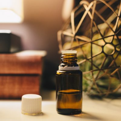 The Benefits and Uses of Aromatherapy and Essential Oils